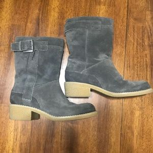 Women's gray boots size 5.5